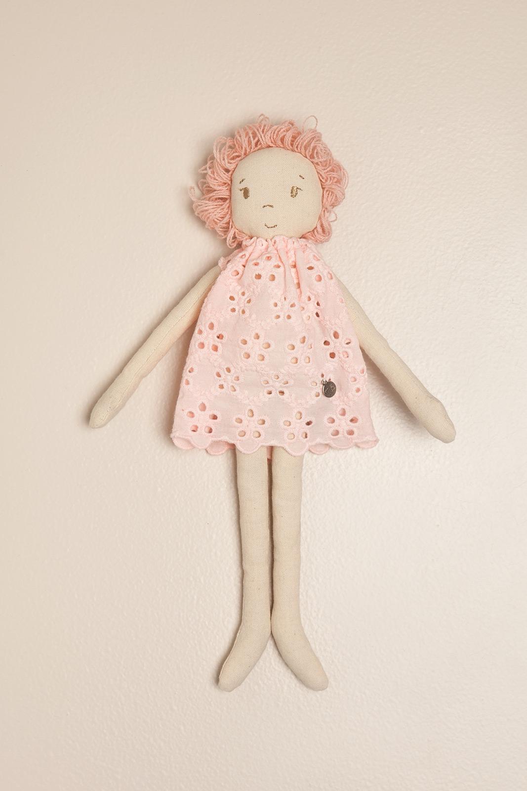 Muñeca de trapo broderie rosa