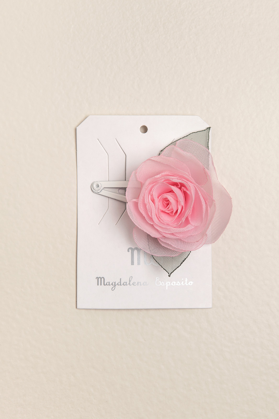Sapito con flor rosa