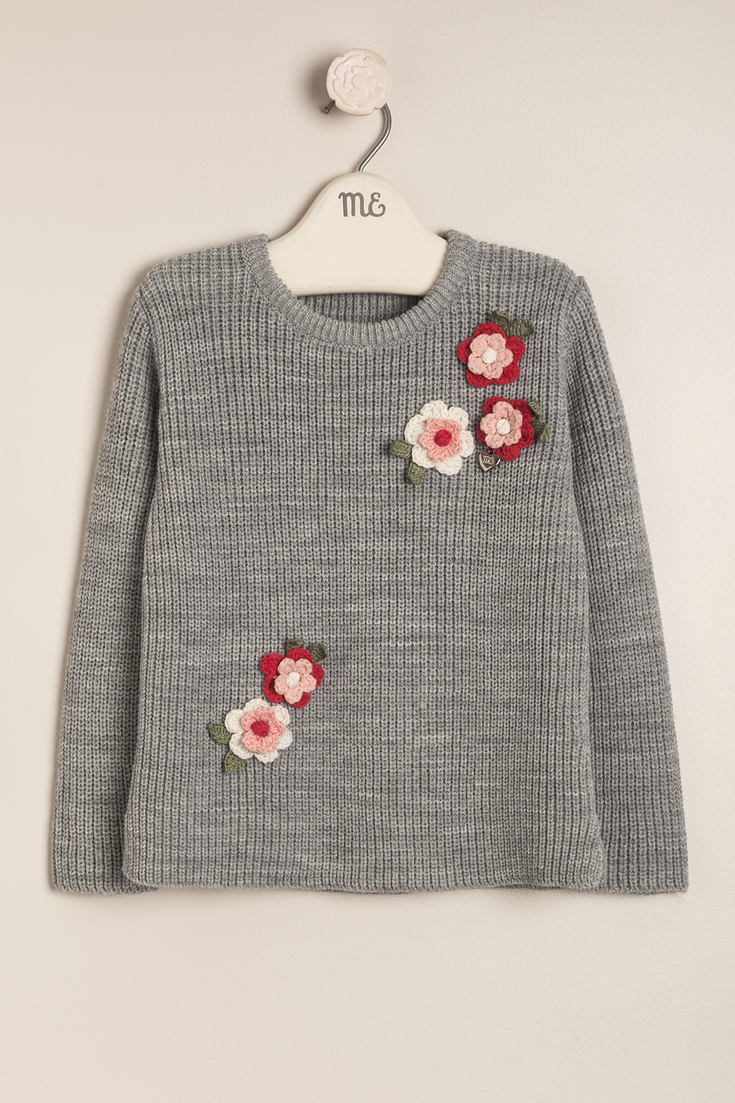 Sweater gris flores crochet