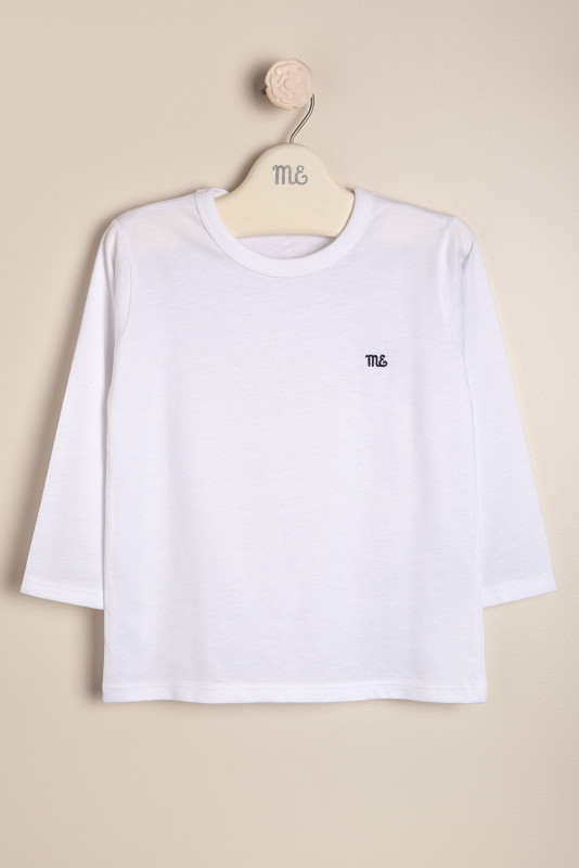 Remera con logo blanco