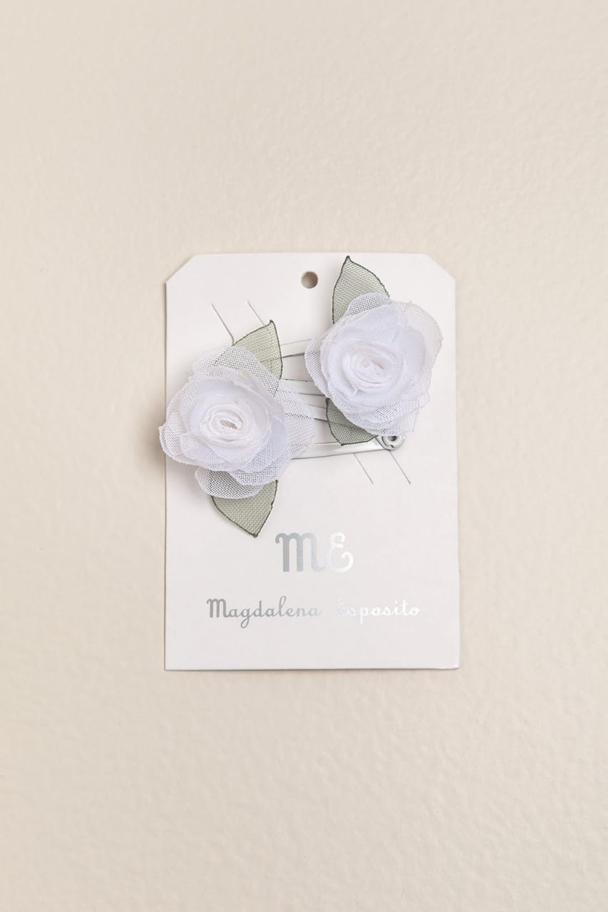 Par de sapitos con flor blanca